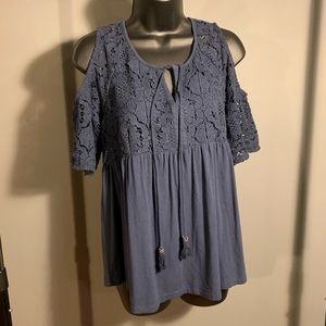like new Daniel Rainn blue lace open shoulder top